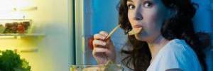 Как перестать есть по ночам: диетологи дали ценные советы
