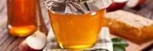Медики подсказали, стоит ли заменять сахар медом