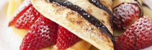 Блинчики с клубникой: топ-3 простых рецепта