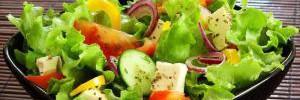 Диетологи назвали главные ошибки при приготовлении салатов