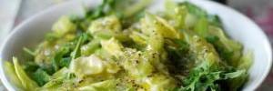 Весенний завтрак: салат из сельдерея и киви