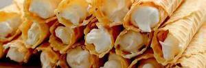 Самый вкусный советский десерт: рецепт трубочек с кремом в вафельнице