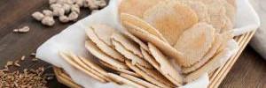 Странно, но эффективно: диета на сыре и крекерах