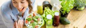 7 лайфхаков, которые помогут тебе съедать меньше