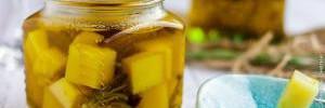 Сыр, маринованный в оливковом масле