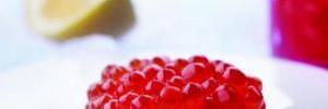 Медики рассказали о полезных и вредных свойствах красной икры