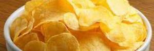Эксперты рассказали, чем вредны картофельные чипсы