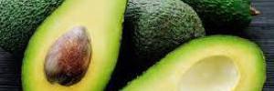 Съел, намазался, полечился, прорастил: авокадо и 6 способов его применения для женщин