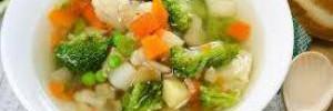 Диетологи составили перечень самых полезных и вредных супов