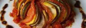 Рататуй в духовке: рецепт с томатным соусом и пряностями