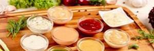 Соусы, которые делают мясо божественным: из хрена, лука, чеснока