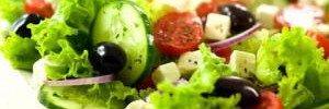 Популярний салат визнали небезпечним для шлунку