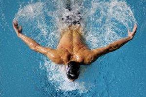 Можно ли накачать мышцы плаваньем