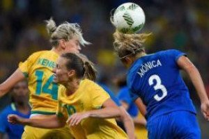 Ученые рассказали, почему женщинам нельзя играть в футбол