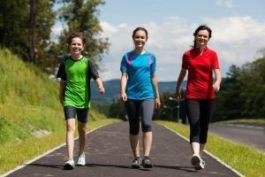 Быстрая ходьба приводит к старению мозга, выяснили ученые