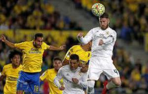У футболистов, которые часто играют головой, могут возникнуть проблемы с равновесием